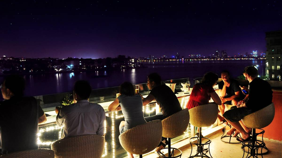 view-dons-oyster-bar-hanoi1