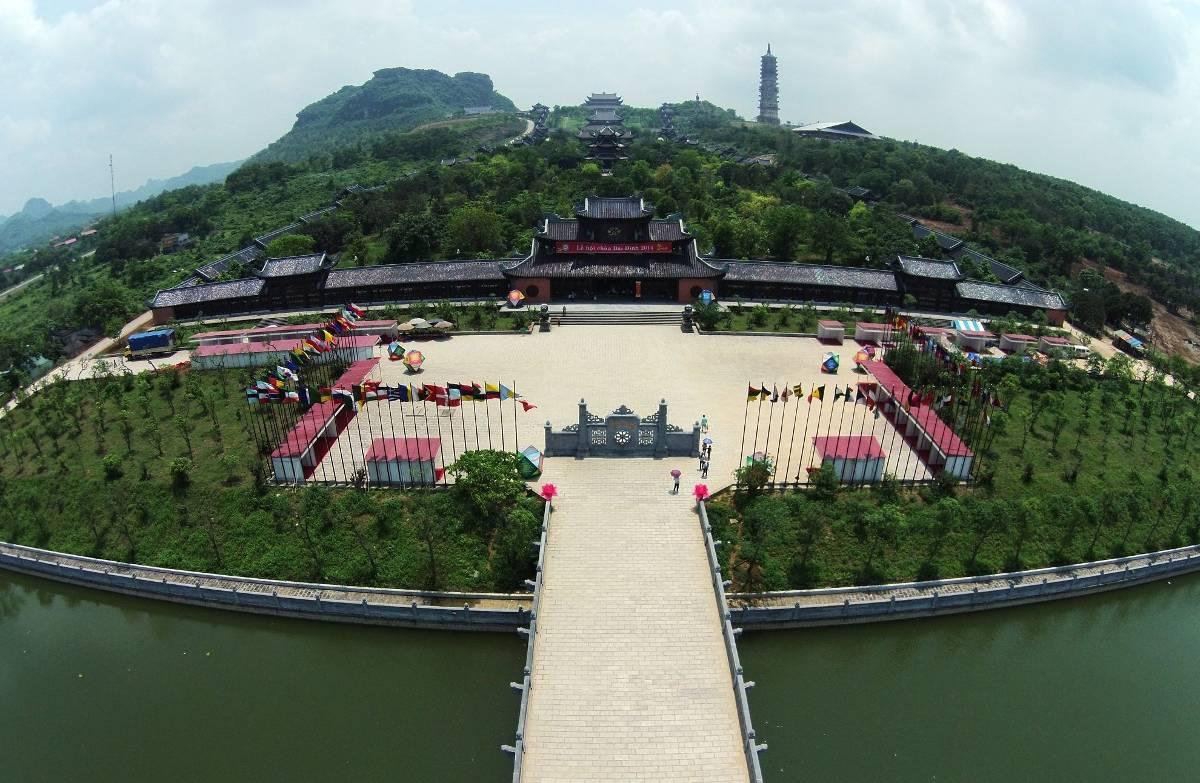 1639_hanh-huong-ve-chua-bai-dinh-chon-thanh-yen-dat-ninh-binh-10