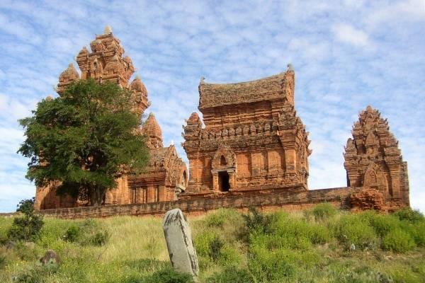 27112-di-tich-thap-po-klong-garai