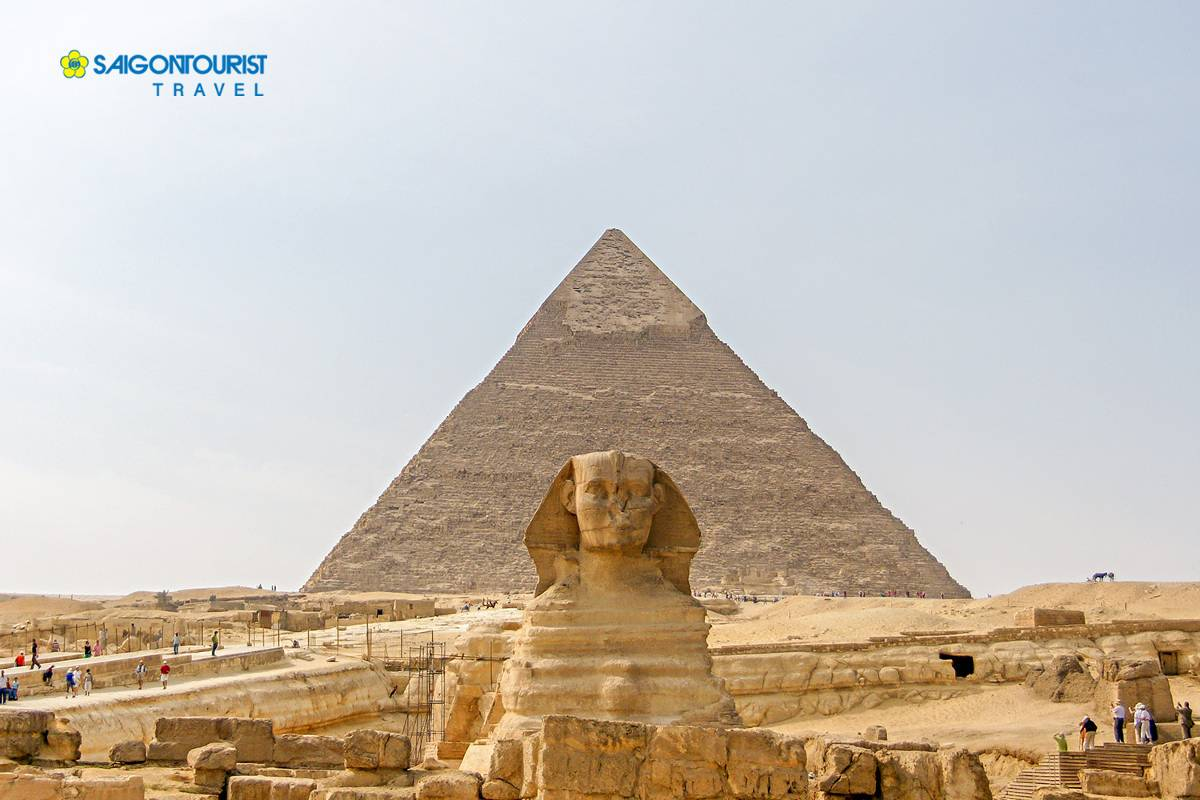 du-lich-ai-cap-ancient-egyptian-pyramid-of-khafre-giza-and-great-sphinx-516464083
