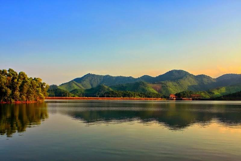 bang-gia-ve-tham-quan-cac-dia-diem-noi-tieng-nam-2017-wetrek_vn3