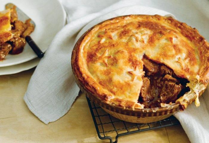 nhung-mon-an-ngon-o-new-zealand-beef-and-mushroom-pie.1.1-700x480
