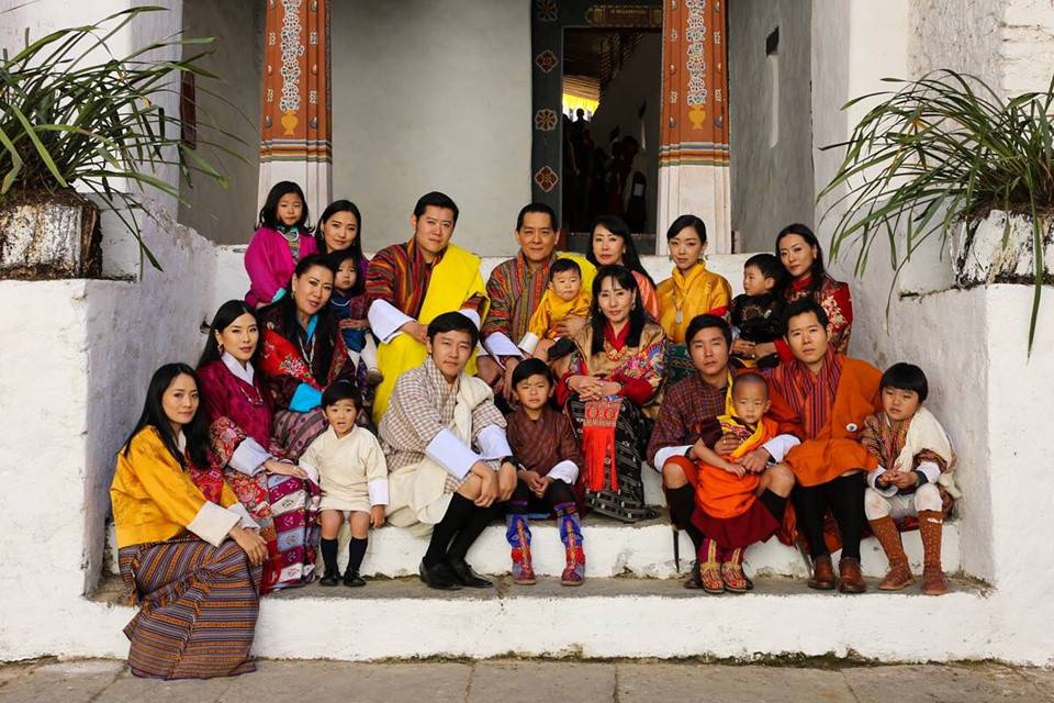 bhutan-hanh-phuc-nhat-the-gioi-bhutan-family-pinterest