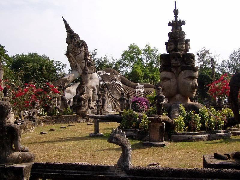 di-lao-qua-cua-khau-bo-y-buddha-park-laos3-