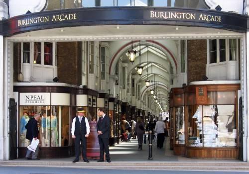 mua-gi-o-anh-quoc-burlington-arcade-500x350