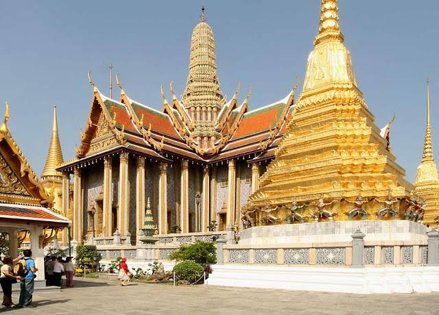 du-lich-thai-lan-tu-tuc-2017-chua-phat-ngoc