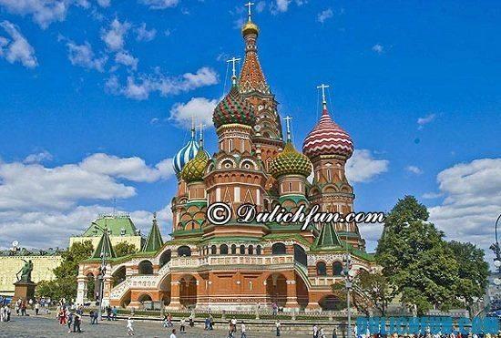 du-lich-nga-tu-tuc-cung-dien-kremlin-dia-diem-tham-quan-du-lich-noi-tieng-o-nga