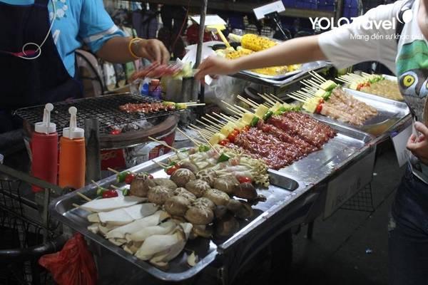 mua-vali-ben-thai-dac-san-duong-pho-thai-lan357a932bb34911