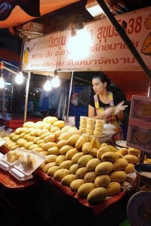 an-gi-o-bangkok-du-lich-bangkok-thuong-thuc-10-mon-an-ngon-bo-re-traveltimes-11