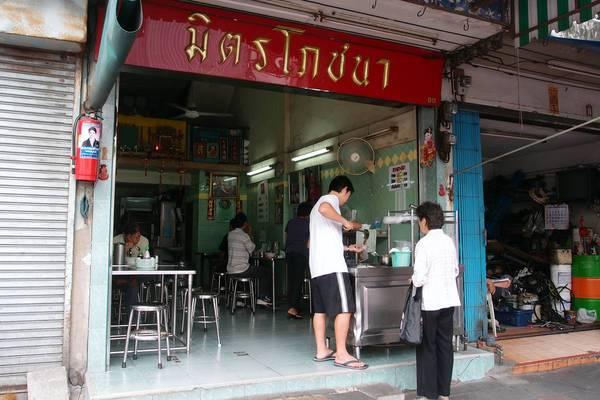 an-gi-o-bangkok-du-lich-bangkok-thuong-thuc-10-mon-an-ngon-bo-re-traveltimes-13