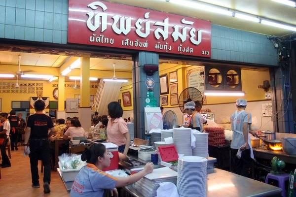 an-gi-o-bangkok-du-lich-bangkok-thuong-thuc-10-mon-an-ngon-bo-re-traveltimes-2