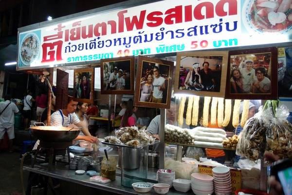 an-gi-o-bangkok-du-lich-bangkok-thuong-thuc-10-mon-an-ngon-bo-re-traveltimes-4