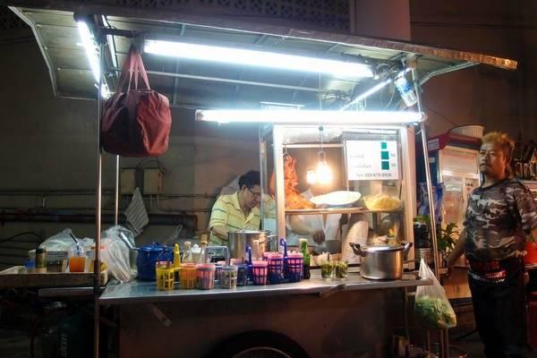 an-gi-o-bangkok-du-lich-bangkok-thuong-thuc-10-mon-an-ngon-bo-re-traveltimes-9