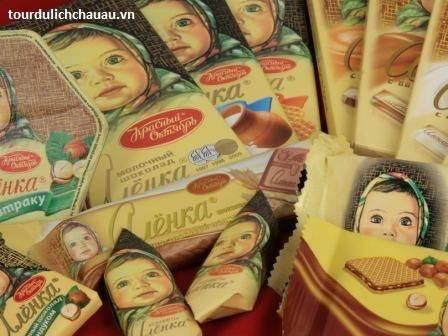 mua-gi-khi-di-nga-du-lich-nga-nen-mua-gi-chocolate-alenka