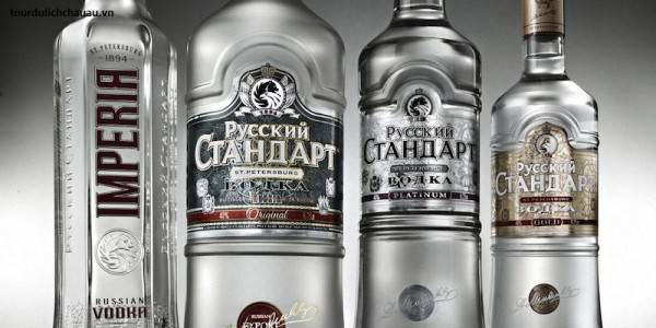 mua-gi-khi-di-nga-du-lich-nga-nen-mua-gi-ruou-vodka-nga-e1422863038464