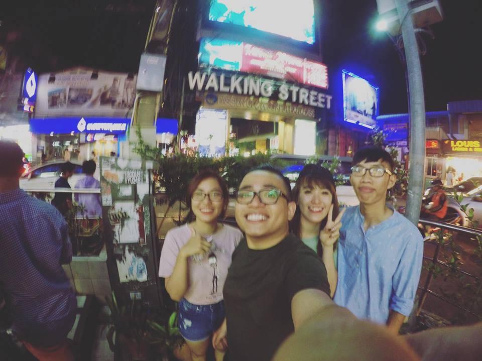 kinh-nghiem-du-lich-thai-lan-facebook-du-lich-thai-lan-walking-street