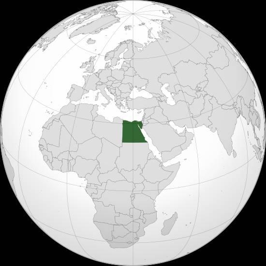 ben-trong-kim-tu-thap-co-gi-egypt