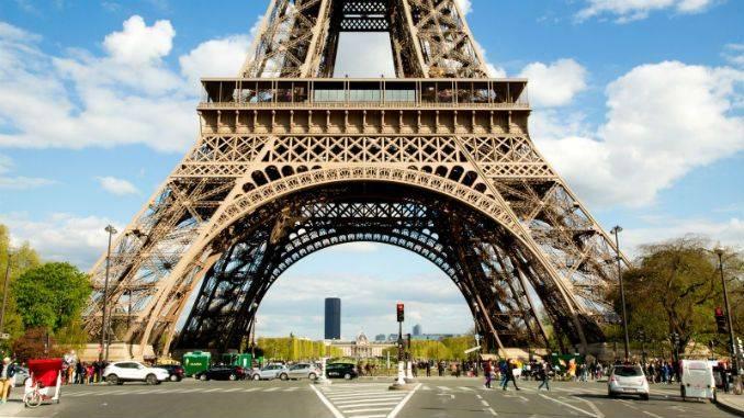kinh-nghiem-phuot-paris-eiffel-tower