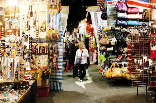 kinh-nghiem-shopping-o-hong-kong-images1285539-cho-quy-ba-hong-kong