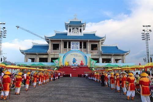 khai-mac-dai-hoi-hanh-huong-duc-me-la-vang-lan-thu-31
