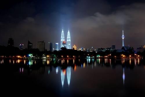 mac-gi-khi-di-du-lich-malaysia-mac-gi-khi-den-hoi-giao-malaysia