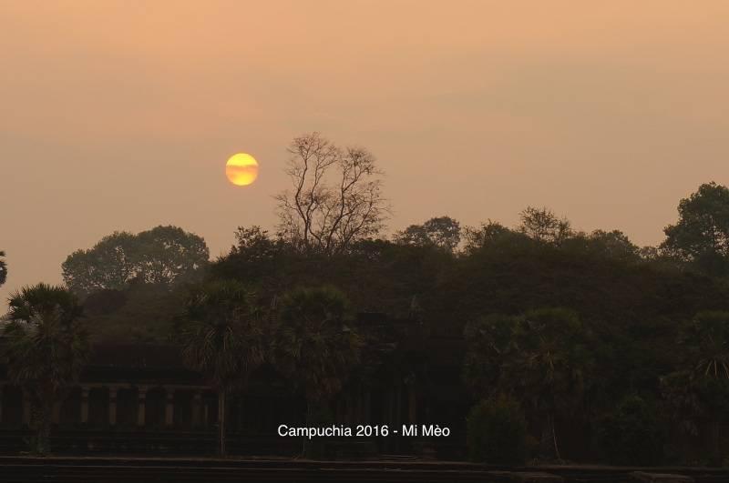 kinh-nghiem-du-lich-campuchia-2017-mat-troi-moc-o-angkor-wat-v1