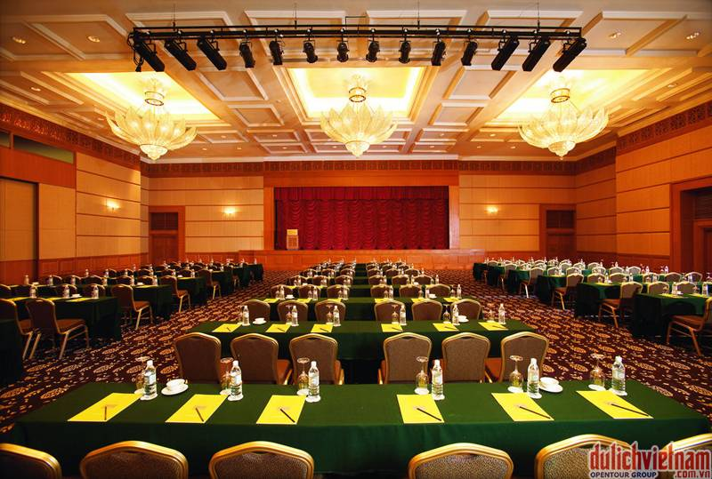 du-lich-malaysia-3-ngay-2-dem-phong-hop-khach-san-5sao-the-royale-chulan-kualalumpur