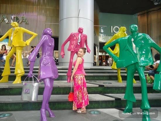 du-lich-singapore-tu-tuc-can-bao-nhieu-tien-quynh-thu-du-xuan-singapore-travel-shopping-trips-12-nhasing