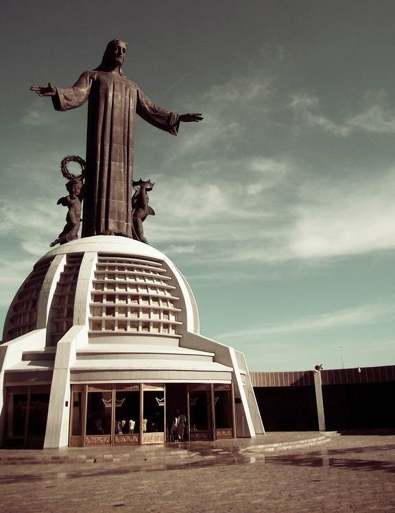 tuong-chua-lon-nhat-the-gioi-tallest-biggest-statue-of-jesus-in-the-world-45
