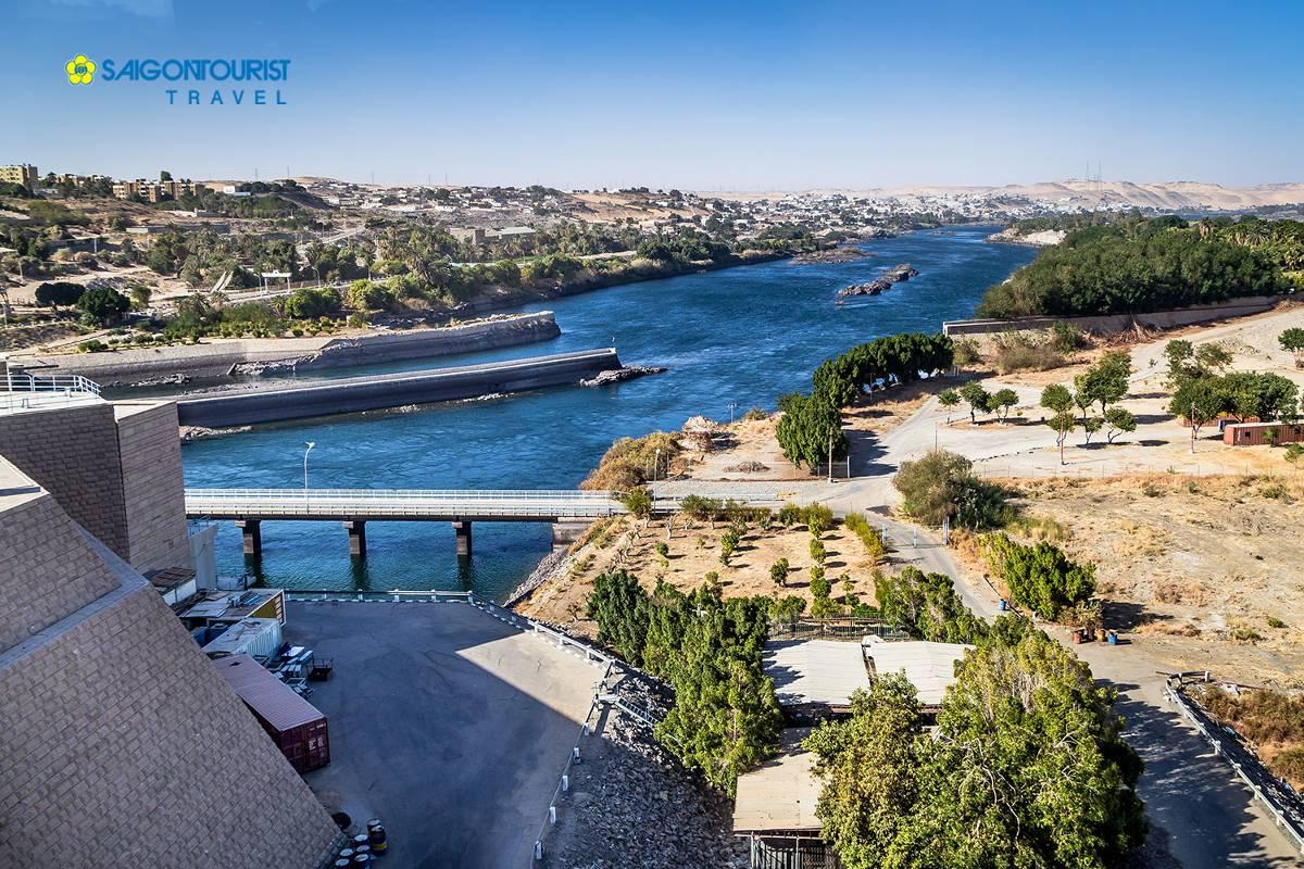 du-lich-ai-cap-the-high-dam-aswan-nubia-egypt-495744442