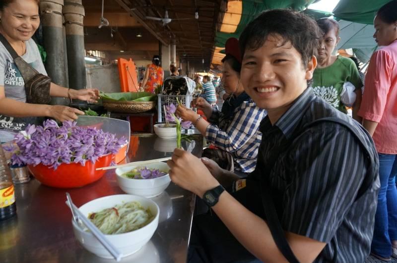 kinh-nghiem-du-lich-campuchia-2017-thuong-thuc-nom-banh-chok-v1