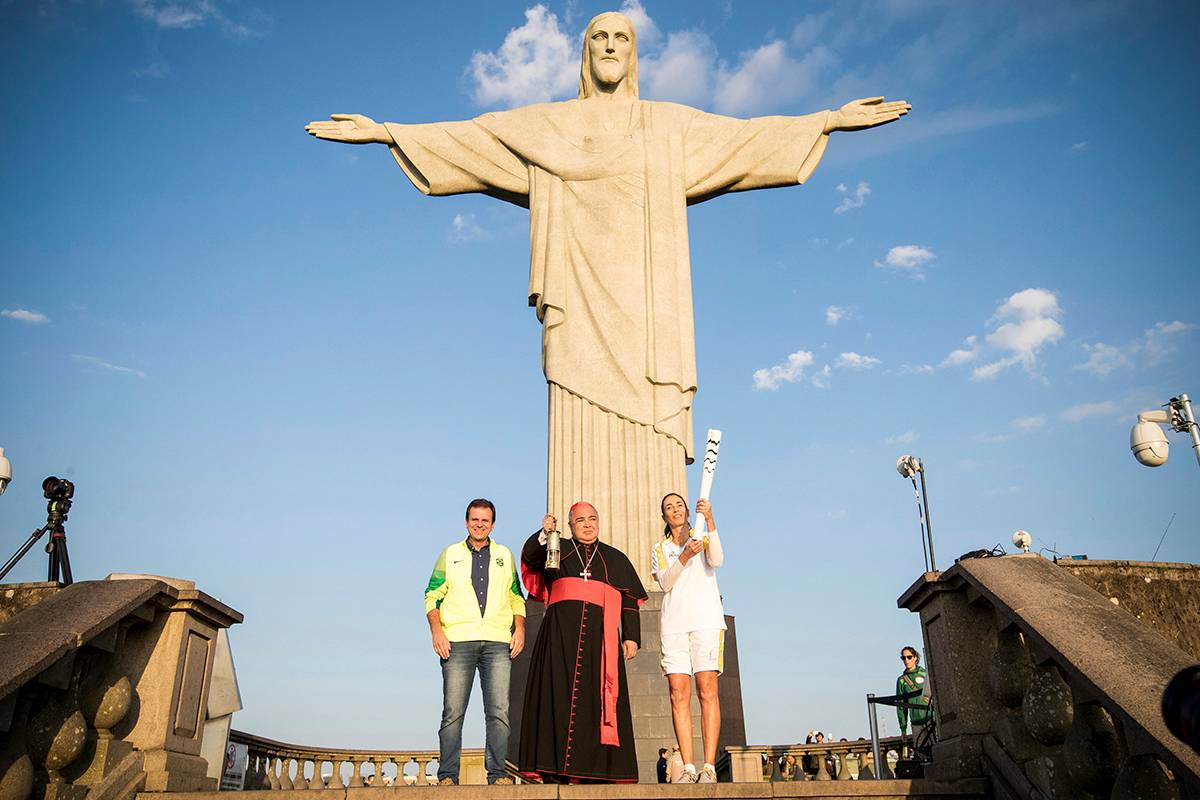 tuong-chua-kito-cuu-the-web-christ-the-redeemer-olympics-gettyimages-586133068