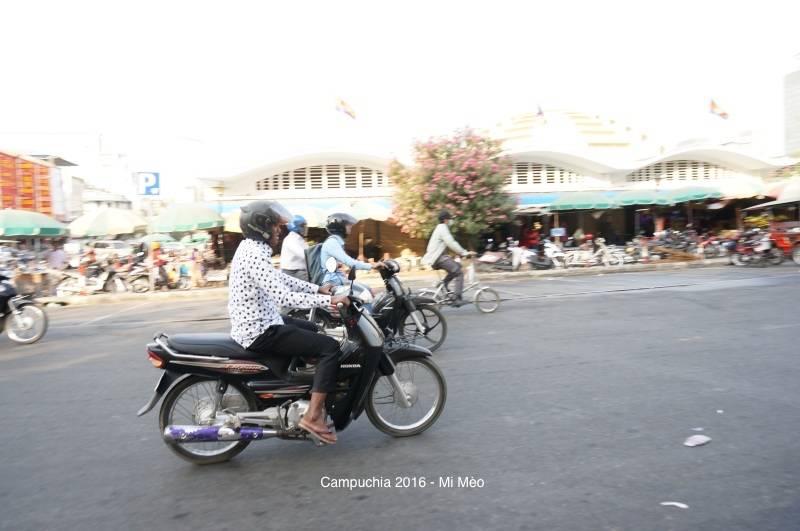 kinh-nghiem-du-lich-campuchia-2017-xe-may-o-phnom-penh-v1